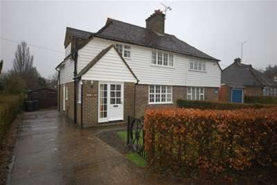 3 Bedrooms Semi Detached House for rent in Isle of Thorns Lane, Chelwood Gate