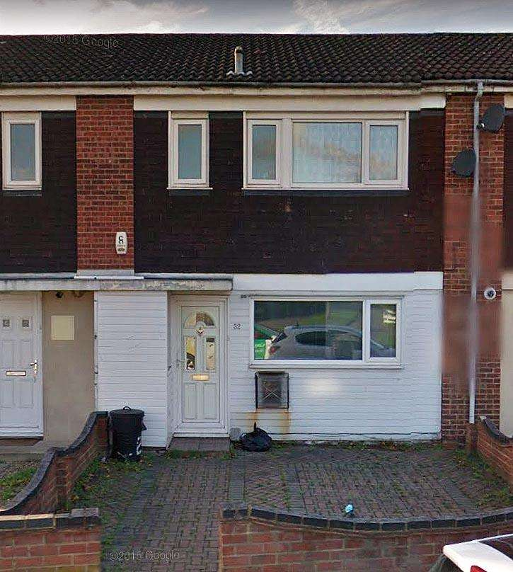 2 Bedrooms Terraced House for sale in Neave CRESCENT, HAROLD HILL RM3