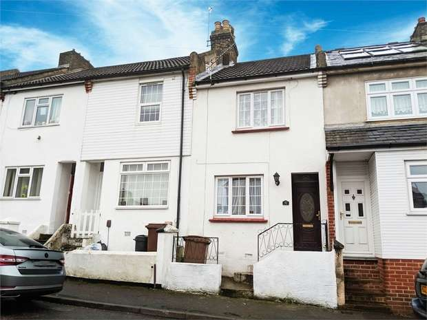 2 Bedrooms Terraced House for sale in Alexandra Road, Chatham, Kent