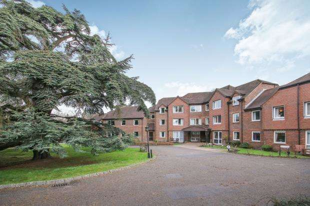 1 Bedroom Flat for sale in Tanners Lane, Haslemere, Surrey