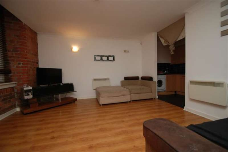 1 Bedroom Flat for sale in Mossley Road, Ashton-under-Lyne, OL6 6QE