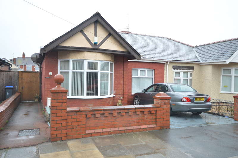 3 Bedrooms Semi Detached Bungalow for sale in Arnside Avenue, Blackpool