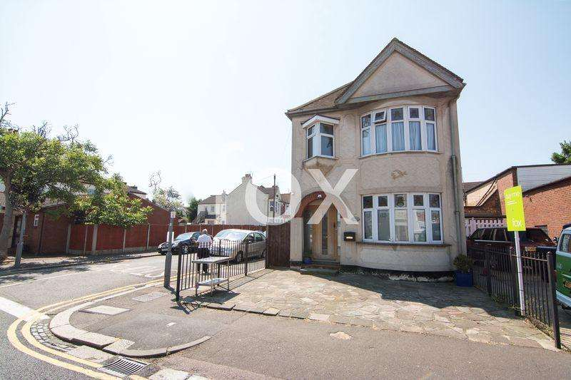 3 Bedrooms Detached House for sale in Westborough Road, Westcliff-On-Sea