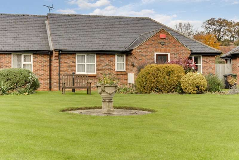 2 Bedrooms Bungalow for sale in LUDCOMBE, DENMEAD