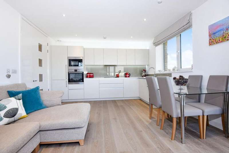 2 Bedrooms Flat for sale in Ottley Drive, Blackheath