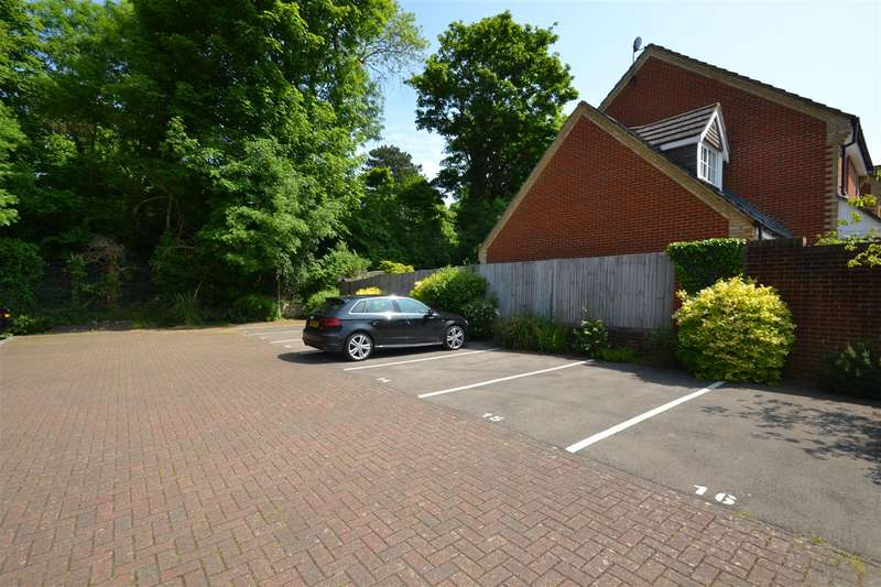 2 Bedrooms Flat for sale in East Road, Reigate