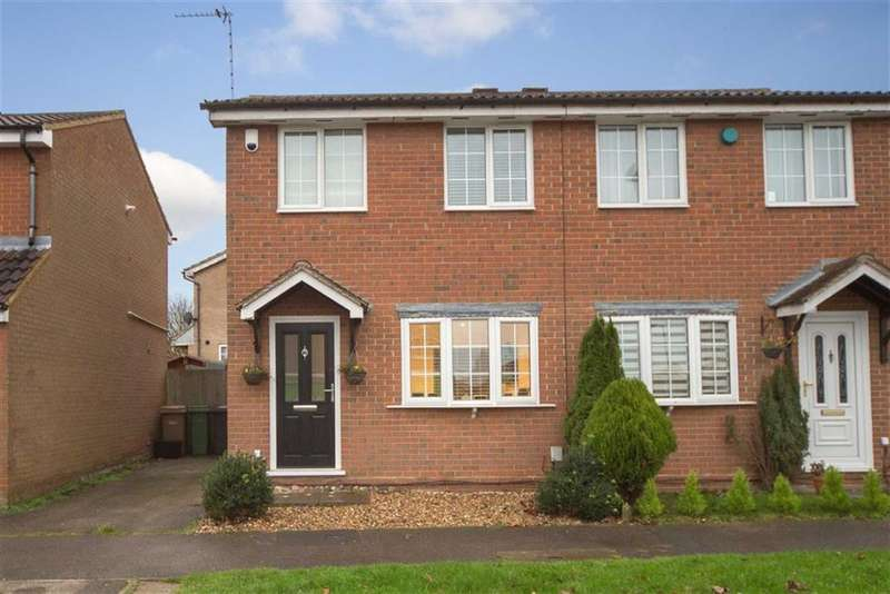 2 Bedrooms Semi Detached House for sale in Rochford Drive, Luton
