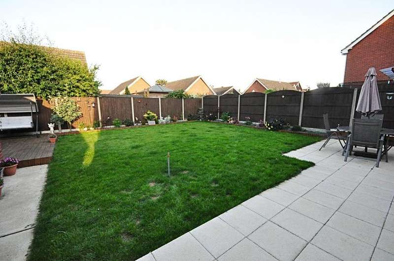 3 Bedrooms Link Detached House for sale in Millway Avenue, Roydon