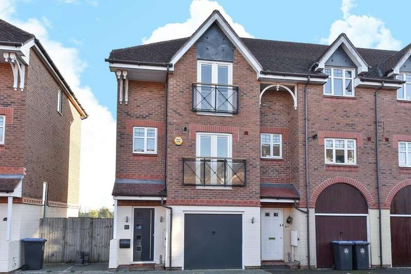 3 Bedrooms Town House for sale in Wetherby Way, Stratford-upon-Avon