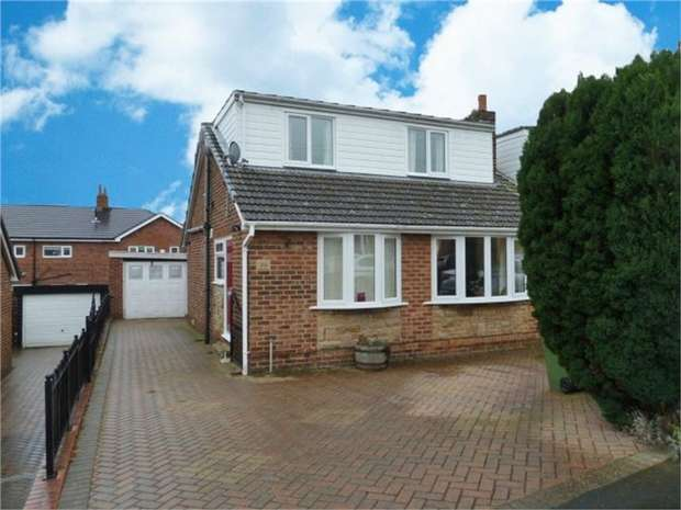4 Bedrooms Semi Detached Bungalow for sale in Cherry Tree Road, Walton, Wakefield, West Yorkshire