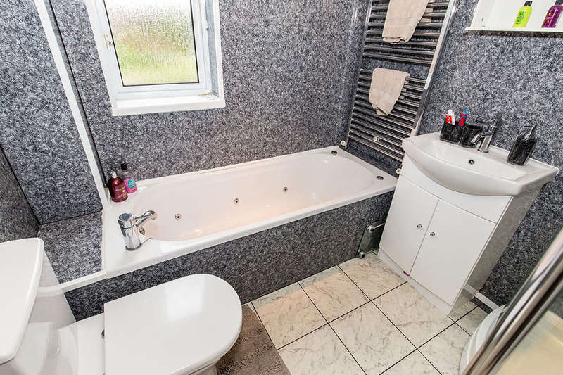 4 Bedrooms Detached House for sale in Stonehaven Way, Darlington, DL1
