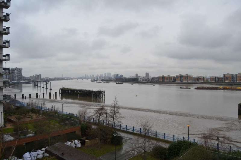 2 Bedrooms Flat for rent in Riverview Apartment Royal Artillery Quays, London - Available 7th March 2018
