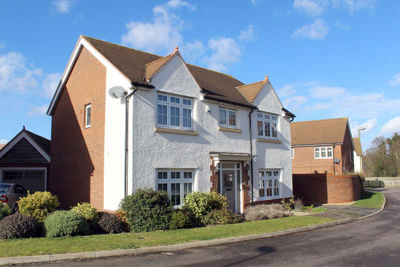 4 Bedrooms Detached House for sale in Ivy Lane, Royston