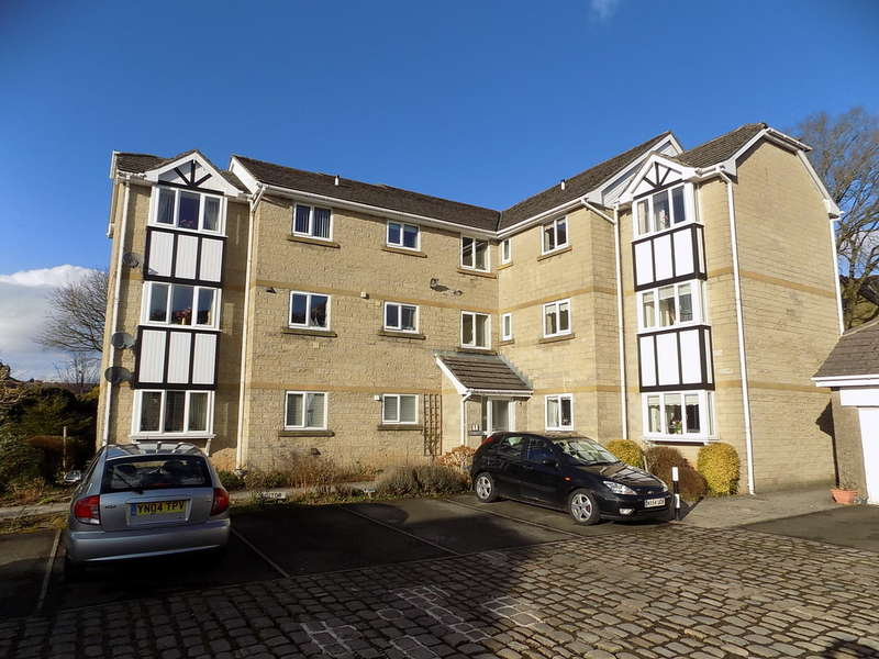 2 Bedrooms Flat for sale in Silverlands Park, Buxton