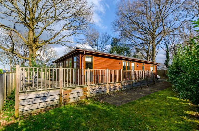 2 Bedrooms Mobile Home for sale in Edgeley Park, Farley Green, Farley Green, GU5