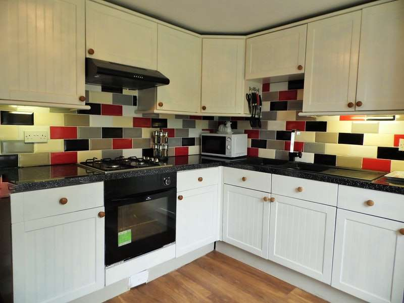 3 Bedrooms Detached House for sale in Main Road, Waterston Milford, Pembrokeshire, SA73