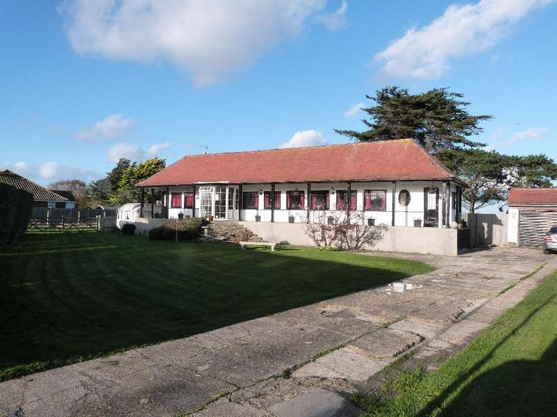 4 Bedrooms Detached Bungalow for sale in Park Lane, Selsey