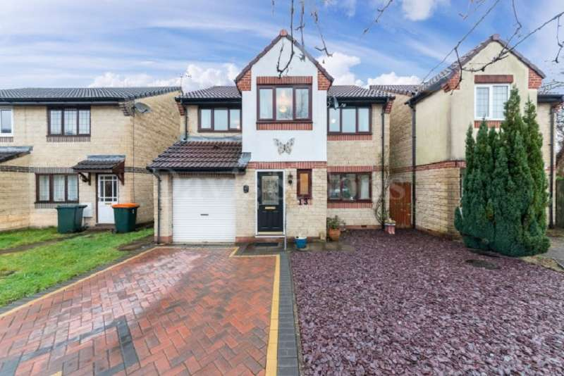 4 Bedrooms Detached House for sale in Poppy Place, Rogerstone , Newport. NP10 9BD