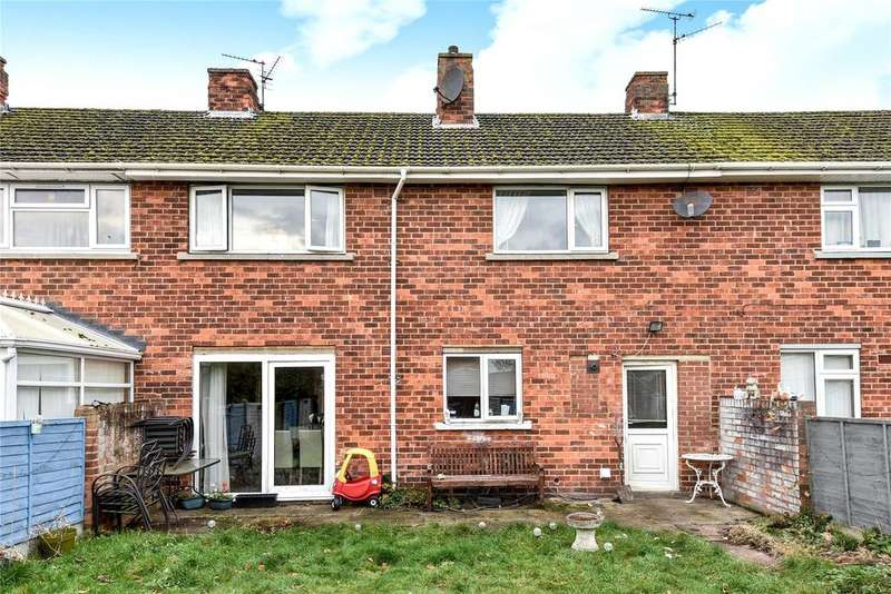 3 Bedrooms Terraced House for sale in Ashby Avenue, Hartsholme, LN6