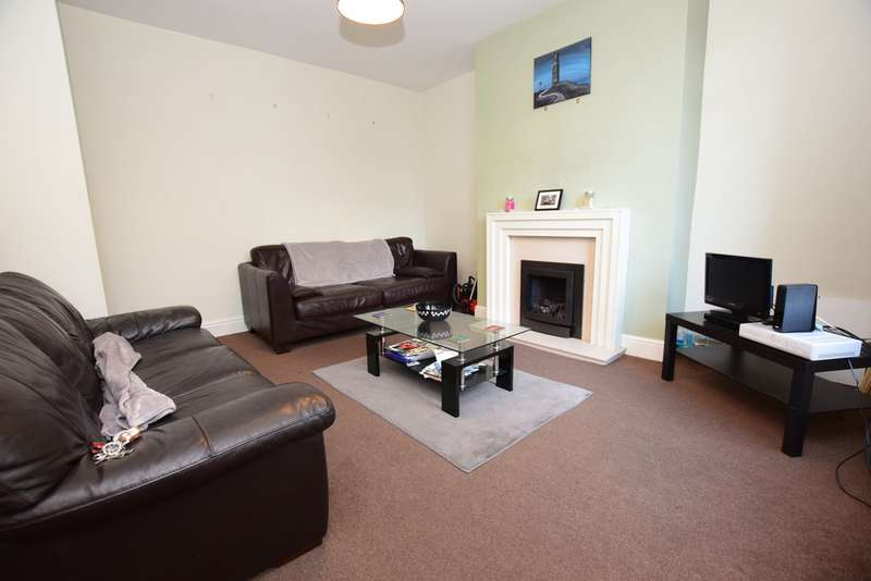 3 Bedrooms Terraced House for rent in Newsome Road, Newsome HD4