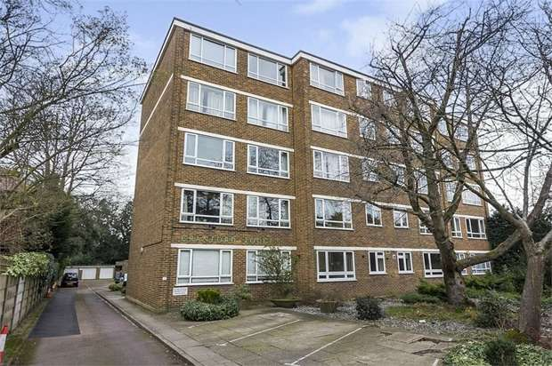 2 Bedrooms Flat for sale in Victoria Drive, London