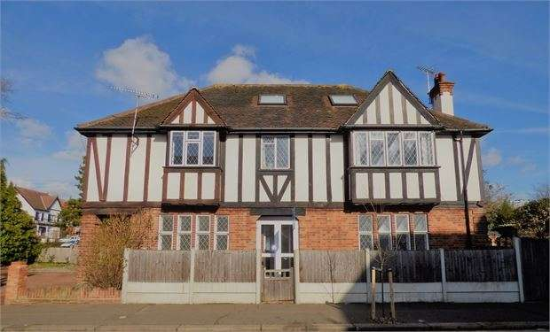 3 Bedrooms Ground Flat for sale in Canewdon Road, Westcliff on sea, Westcliff on sea, SS0 7HE
