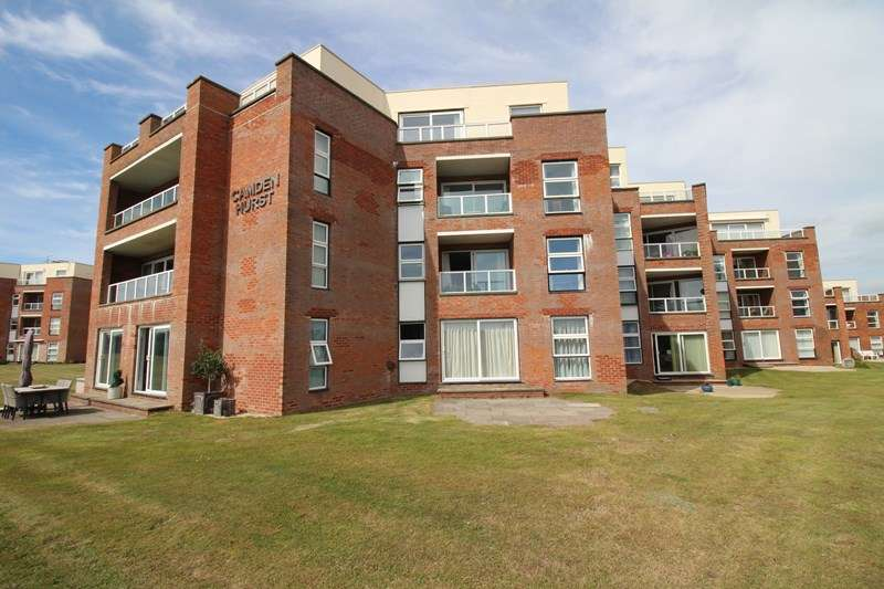 3 Bedrooms Flat for sale in Camden Hurst, Milford On Sea, Lymington