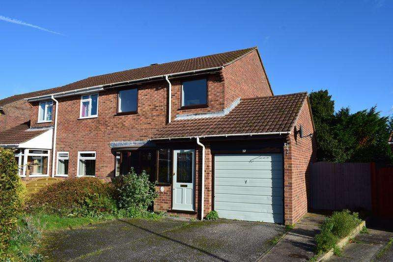 3 Bedrooms Semi Detached House for sale in Winters Close, Southampton