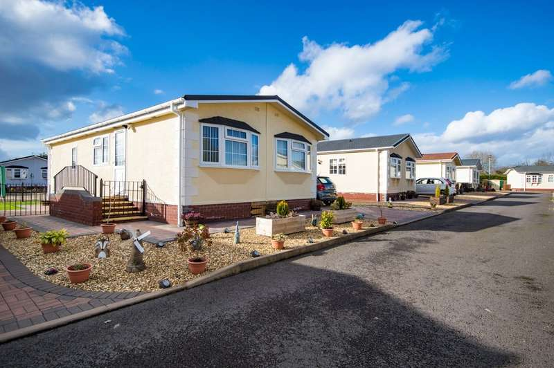 2 Bedrooms Park Home Mobile Home for sale in The Willows, Cleobury Road, Far Forest