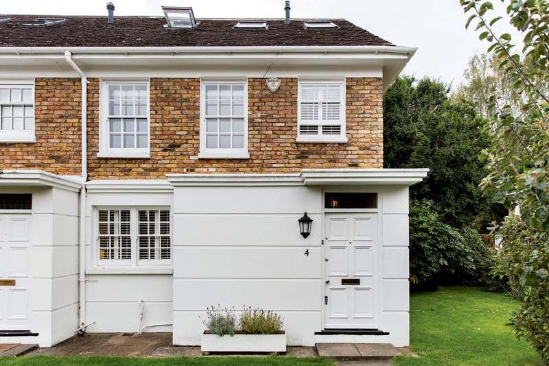 4 Bedrooms End Of Terrace House for sale in Sherwood Close, SW13