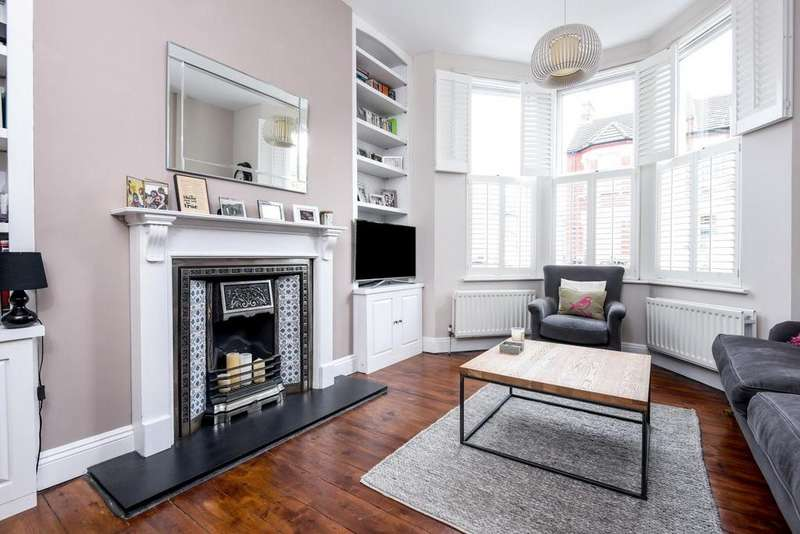 2 Bedrooms Flat for sale in Bickersteth Road, Tooting