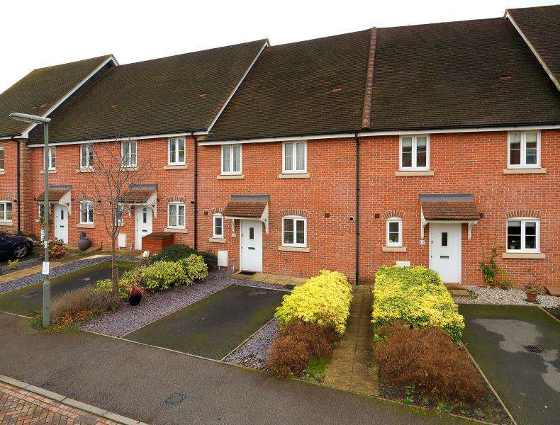3 Bedrooms Terraced House for sale in Virginia Water, Surrey