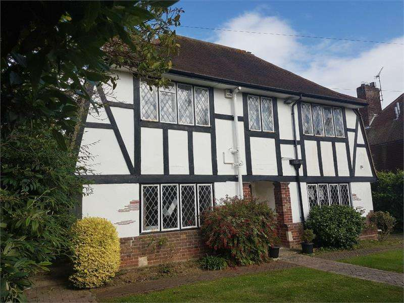 3 Bedrooms Detached House for sale in Fourth Avenue, Frinton on Sea