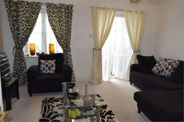 4 Bedrooms Semi Detached House for sale in Shelburne Drive, Whitton, Hounslow, Greater London