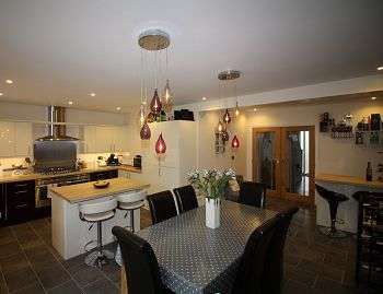 4 Bedrooms Semi Detached House for sale in Grosvenor Close, CM2 9TT