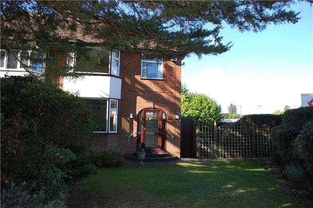 3 Bedrooms Semi Detached House for rent in Abbott Road, ABINGDON, Oxfordshire, OX14 2DT