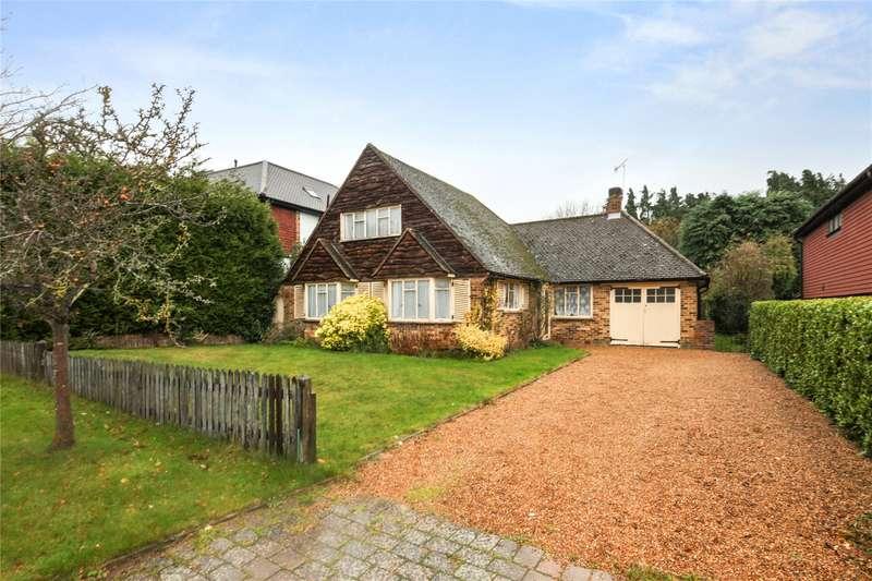 2 Bedrooms Detached Bungalow for sale in Mizen Close, Cobham, Surrey, KT11