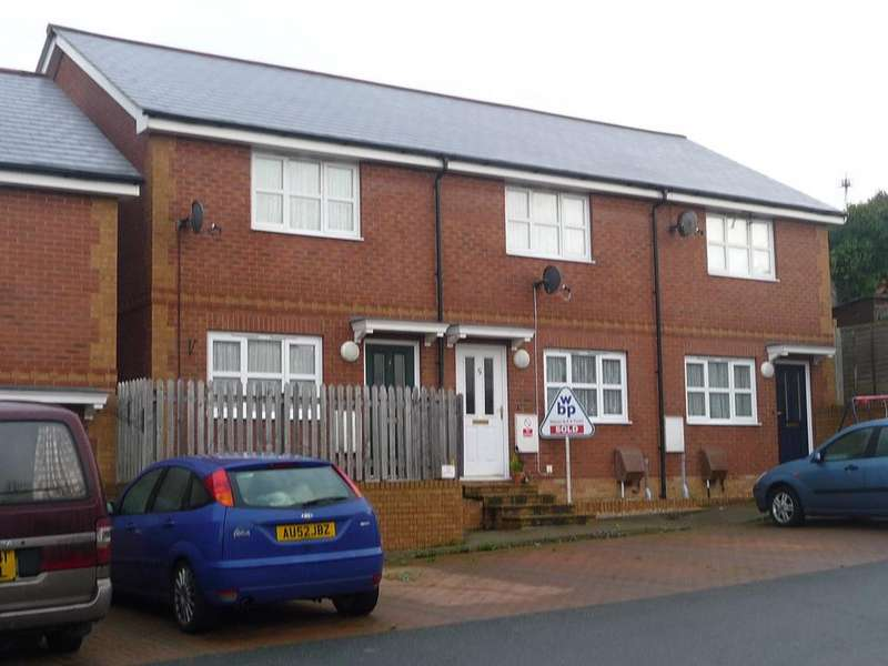 2 Bedrooms Semi Detached House for rent in St Johns Place, St.Johns Road, Ryde, Isle Of Wight, PO33