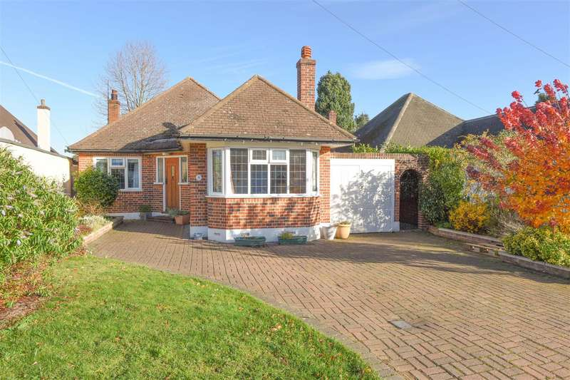 4 Bedrooms Detached Bungalow for sale in Crofton Avenue, Walton-On-Thames