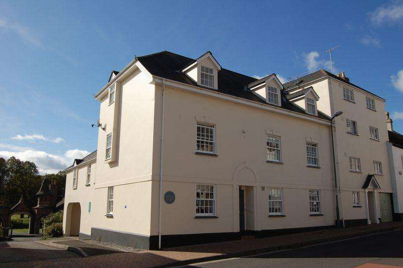 2 Bedrooms Flat for sale in 2 Bedroom Flat with single garage in Glendower Street, Monmouth