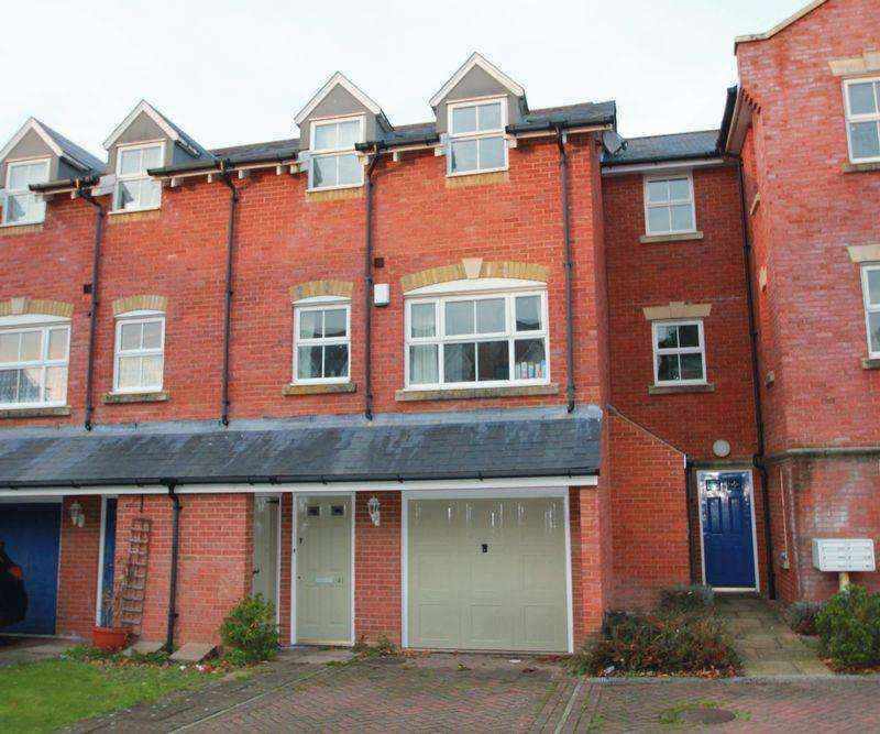 3 Bedrooms Terraced House for sale in Gardeners Place, Chartham