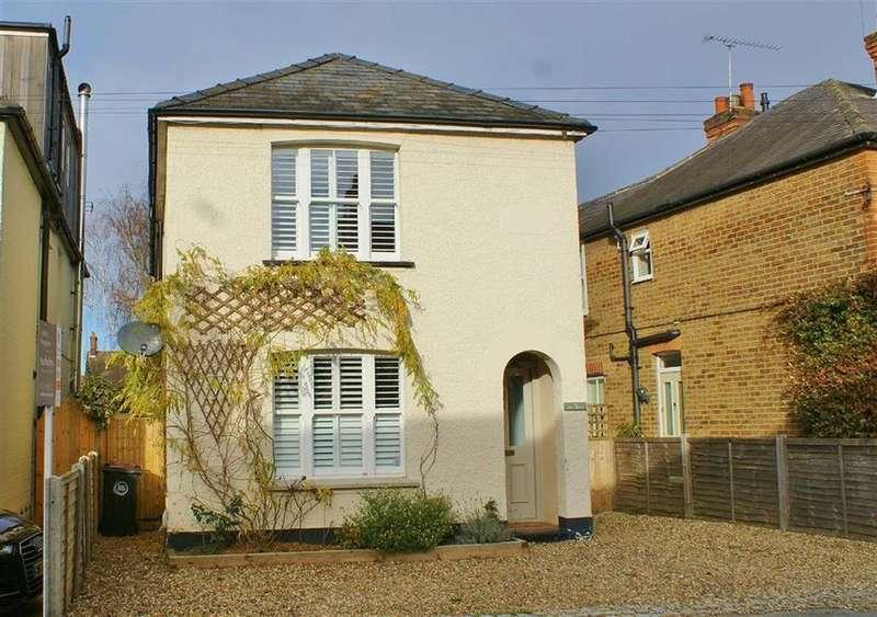 3 Bedrooms Detached House for sale in Hogshill Lane, Cobham, Surrey, KT11