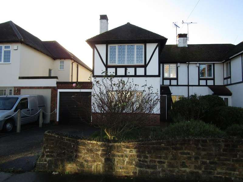 3 Bedrooms Semi Detached House for rent in Greenways, Southend-on-Sea