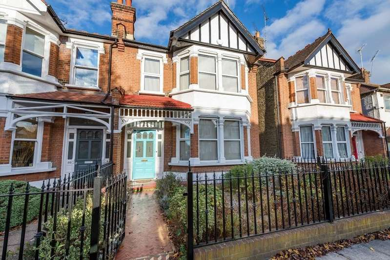 4 Bedrooms Semi Detached House for sale in Warwick Road, Wanstead