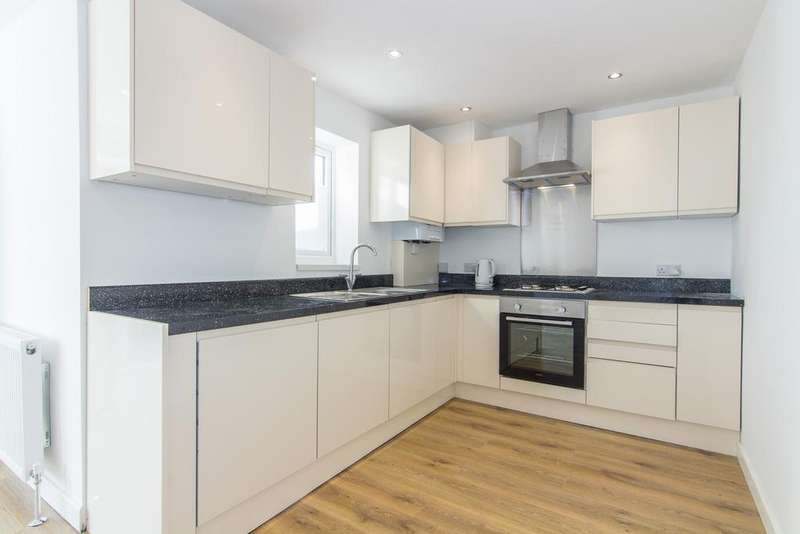 3 Bedrooms House for sale in St. Ursula Road, Southall