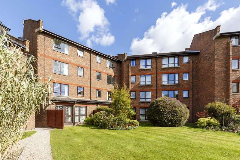 2 Bedrooms Flat for sale in Maltings Place, Fulham Broadway, Fulham, London, SW6