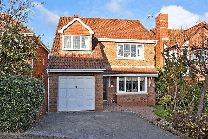 4 Bedrooms Detached House for sale in Pinners Fold, Runcorn