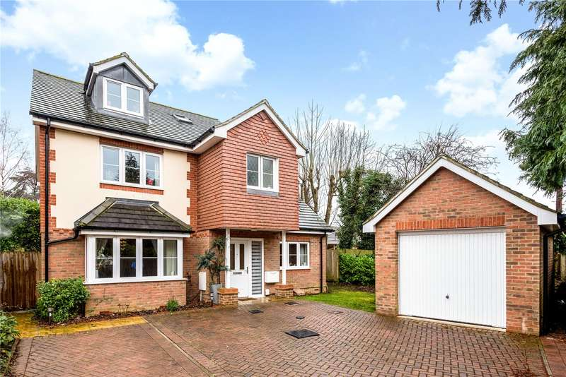 4 Bedrooms Detached House for sale in Hawthorne Gardens, Caterham, Surrey, CR3