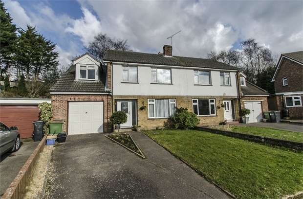 4 Bedrooms Semi Detached House for sale in Earls Close, Bishopstoke, EASTLEIGH, Hampshire
