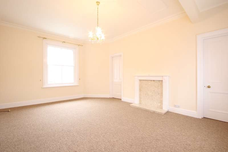 2 Bedrooms Flat for rent in REMPSTONE ROAD, SWANAGE